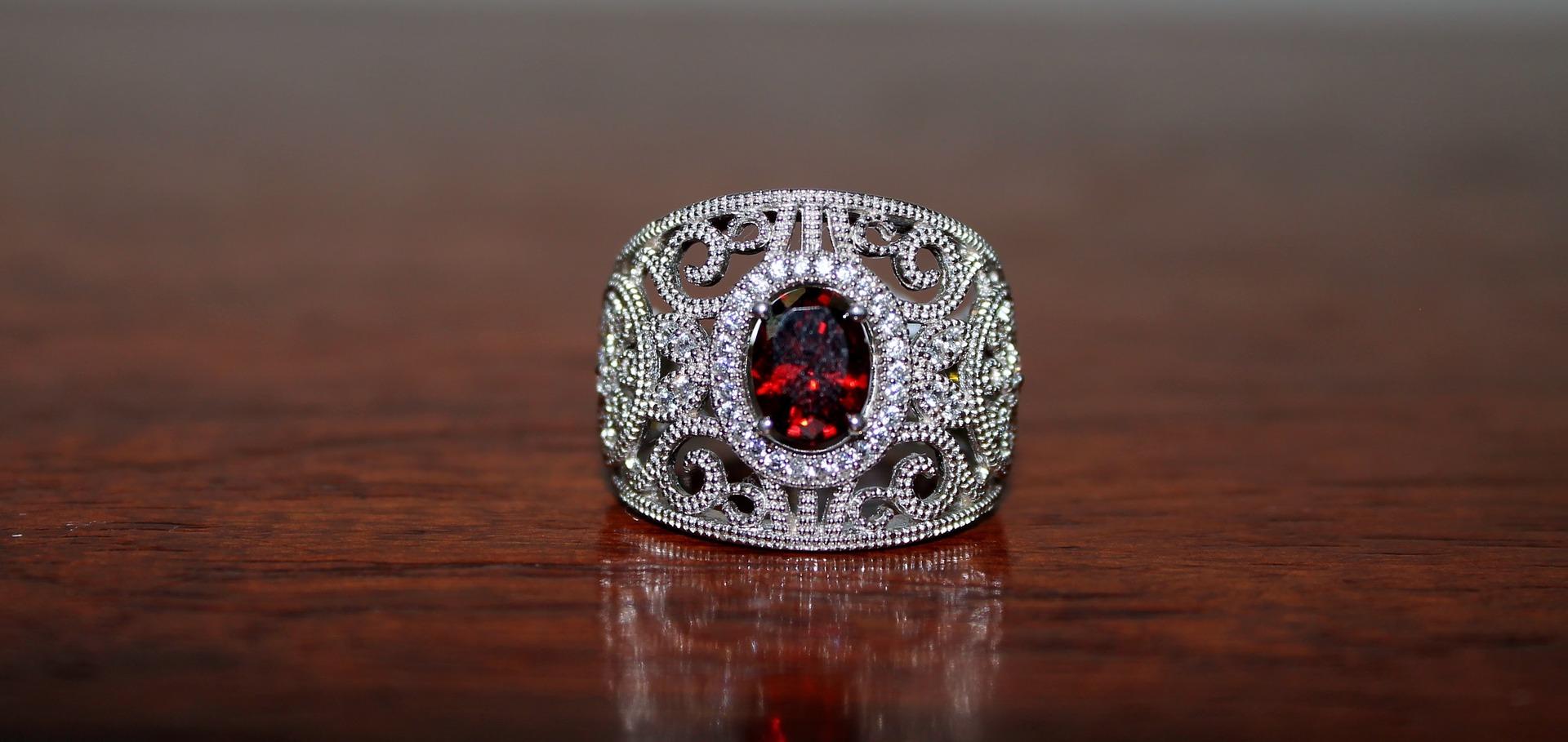 ring-1374123_1920